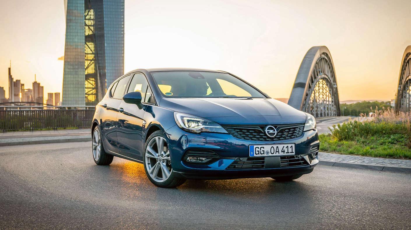 Opel Astra K зразка 2015 року